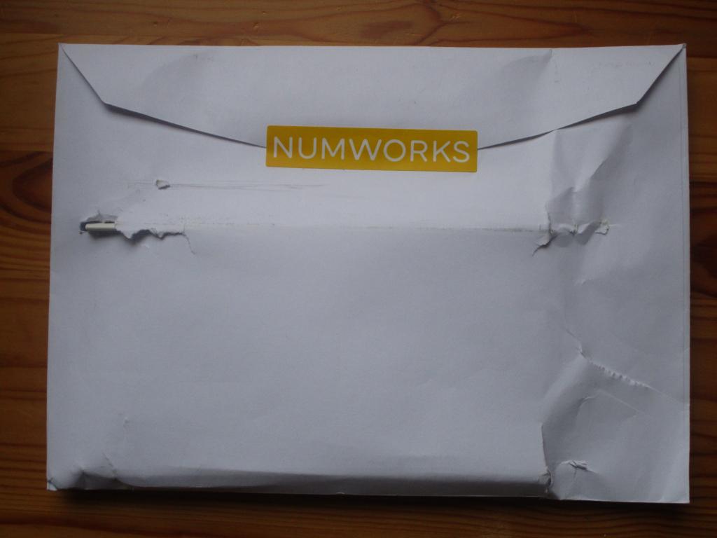 Courrier NumWorks coque Num32